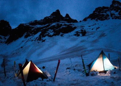 Camping out waiting for the sun for the Centennial Skiers Project. —  photo : Ian Fohrman